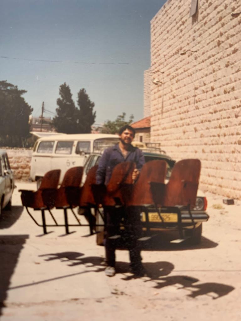 عامر خليل تحضير المسرح للافتتاح